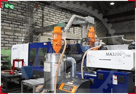 Литейный станок ТПА для изготовления пластиковых изделий на пластмассовом заводе МПИ
