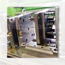 Завод пластмасс производит шестерни из пластика